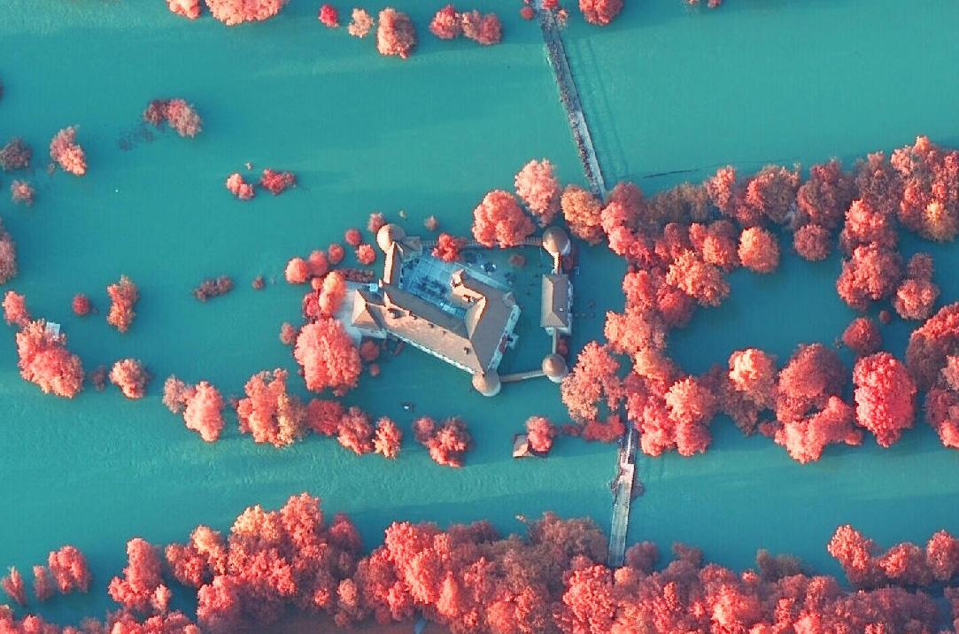 Otočec med poplavami leta 2010 na infrardečem posnetku