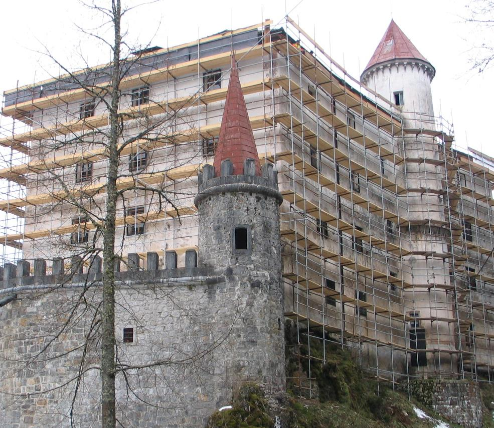 Snežnik, castle
