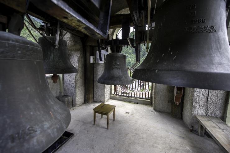 Štirje bronasti zvonovi v zvoniku na Koroški Beli. Foto: NIk Bertoncelj