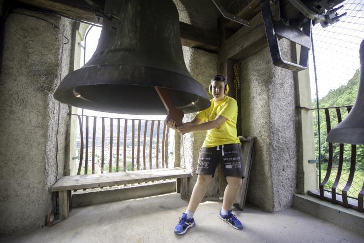 Pritrkavanje v zvoniku. Foto: Nik Bertoncelj