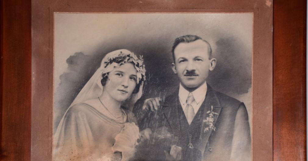 Razstava starih poročnih fotografij '' Ko sta se vzela'' do leta 1940