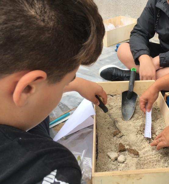 Bi se igrali v arheološkem peskovniku?
