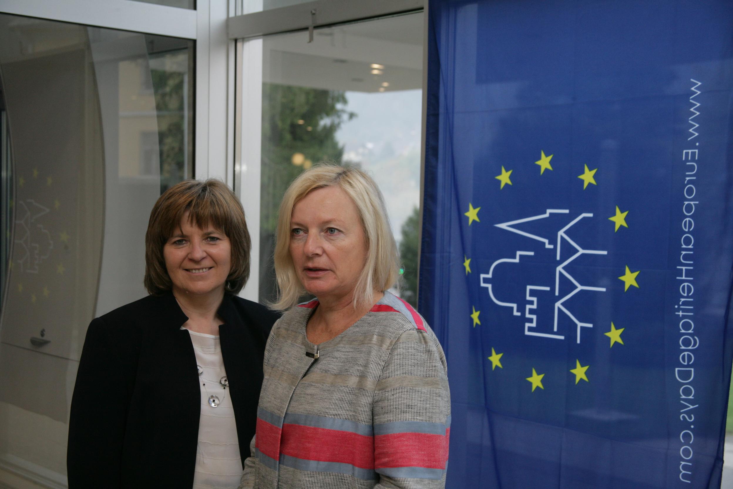 Ksenija Kovačec Naglič, generalna direktorica Direktorata za KD in Damijana Pečnik, direktorica službe za razvoj ZVKDS