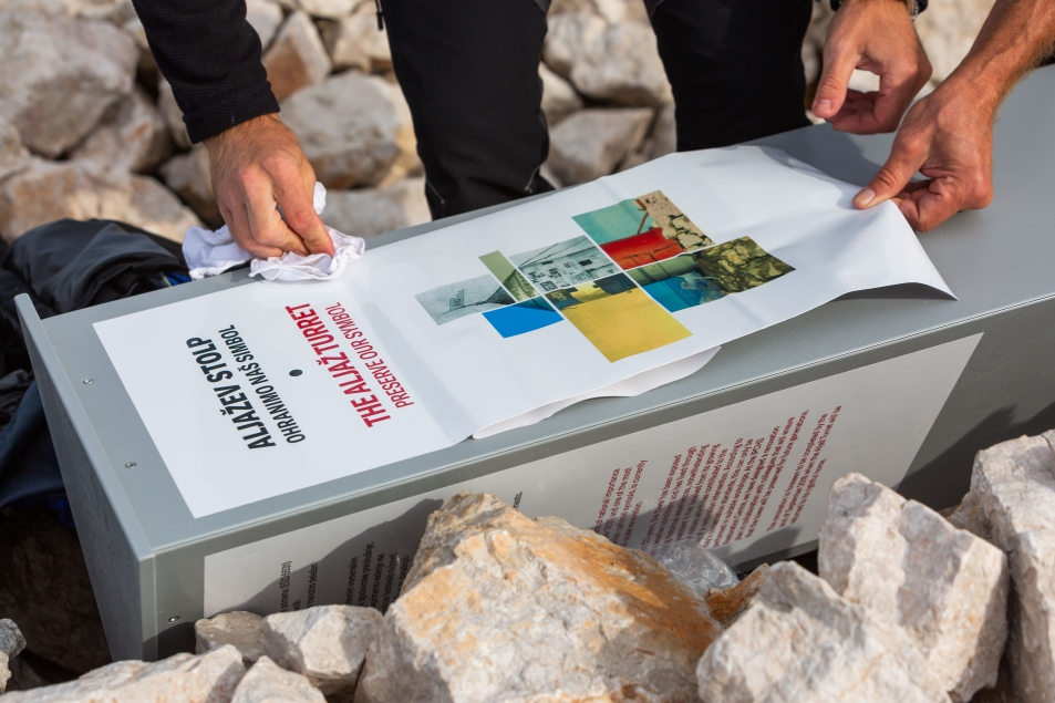 Priprava informativne table za čas ko na vrhu ne bo stolpa (foto:Vizualist)
