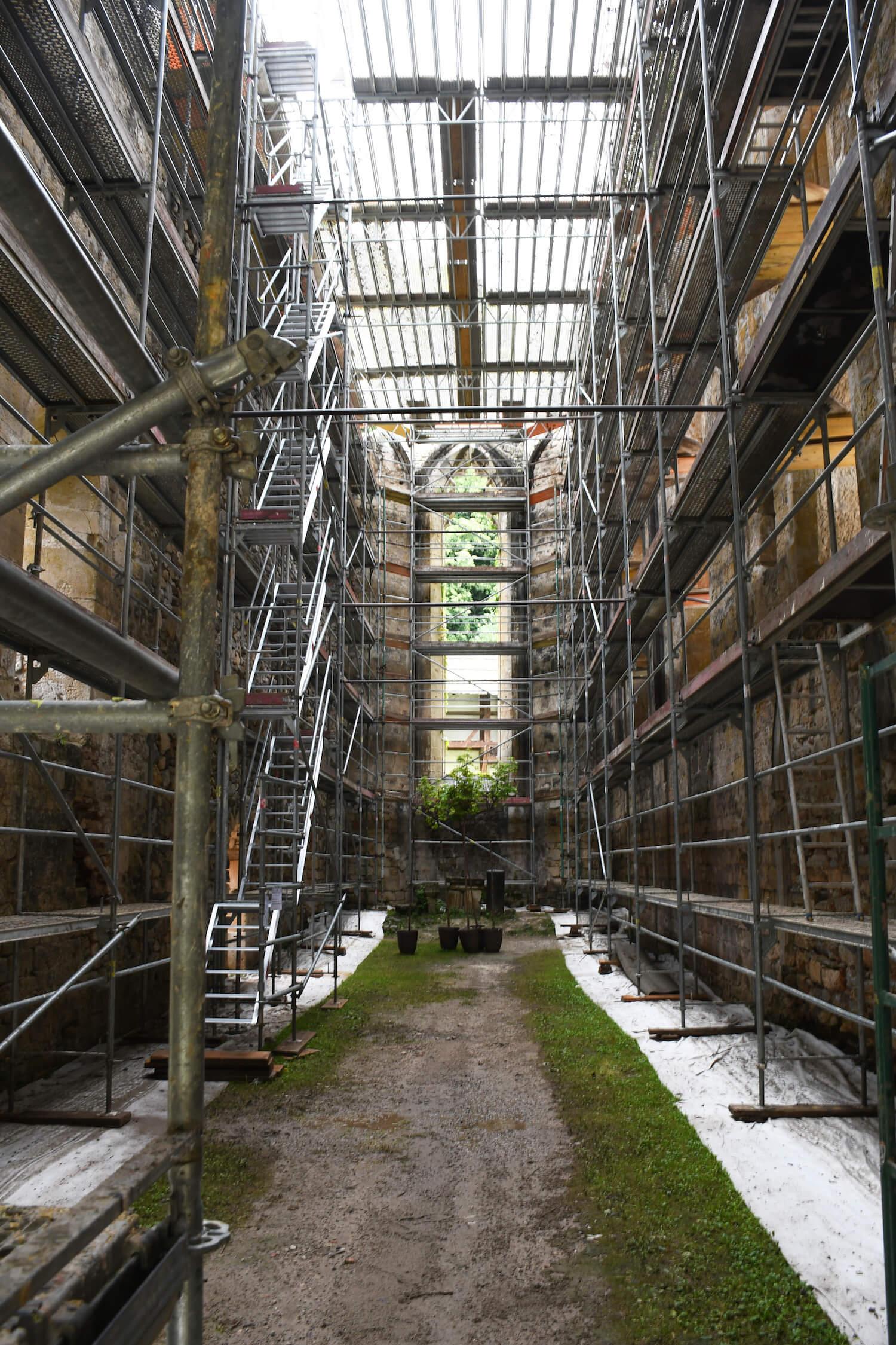 Gradbeni odri notranjost pogled proti prezbiteriju