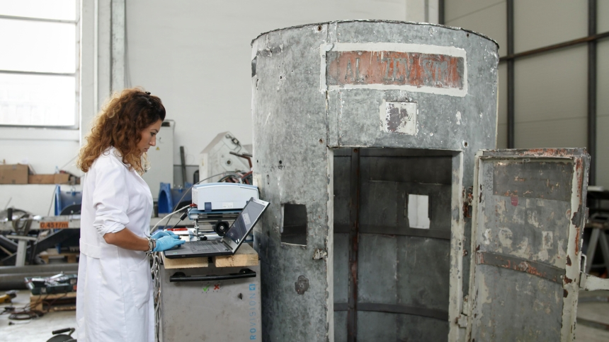 Preiskave z infrardečo spektroskopijo (FTIR). (foto: Vizualist, Rožle Bregar)