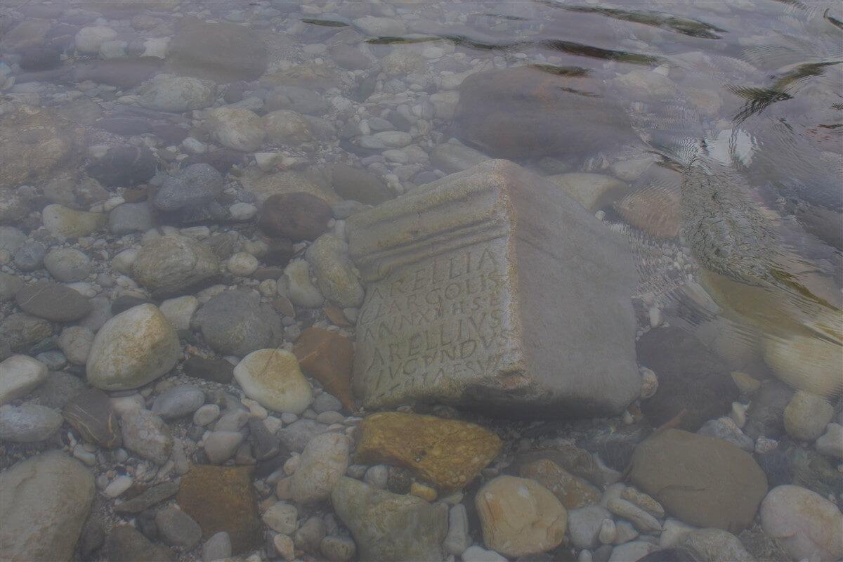 Kamen v vodi(B.J.F.)