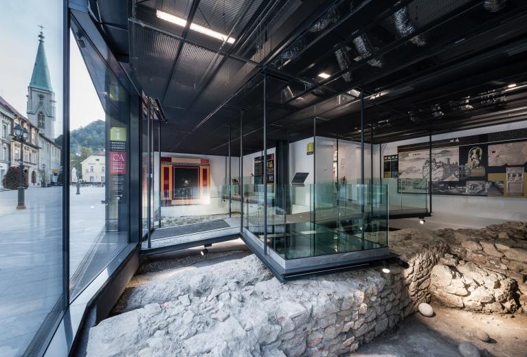 Prvi programski sklop paviljona je v funkciji razstavišča, zaščite in prezentacije arheoloških ostalin in situ. (© Virginia Vrecl, 2016)