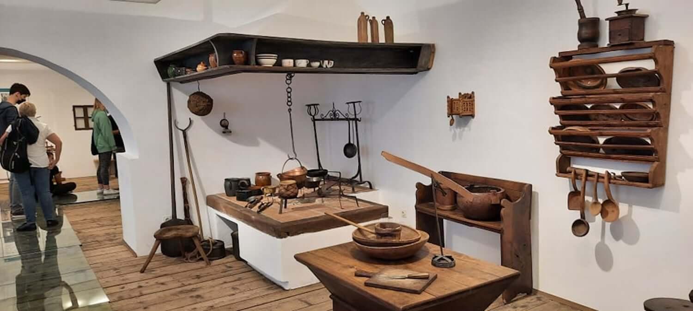 Skuhajmo zgodbo, ogled muzej, foto arhiv Šolski center Nova Gorica