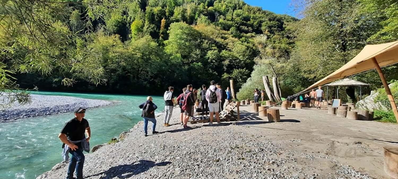 Skuhajmo zgodbo, ogled ribogojnice v Tolminu,, foto arhiv Šolski center Nova Gorica