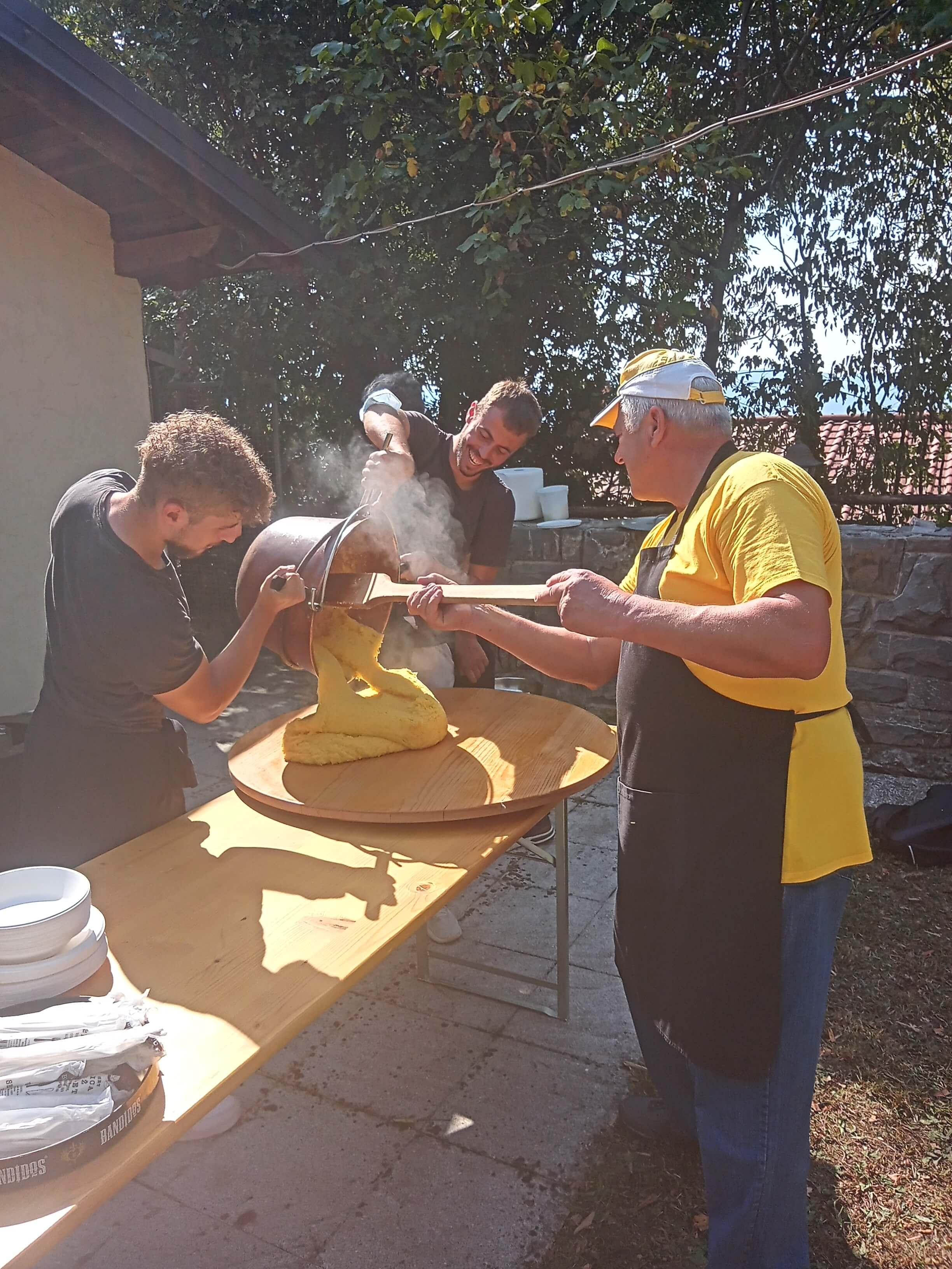 Skuhajmo zgodbo, v Ozeljanu so nam skuhali polento, foto arhiv Šolski center Nova Gorica