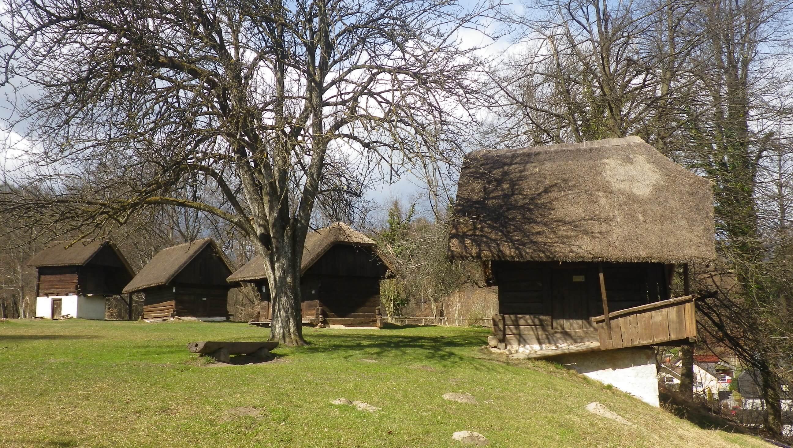 Kamnik, Dvorec Zaprice, Tuhinjske kašče kot muzej na prostem