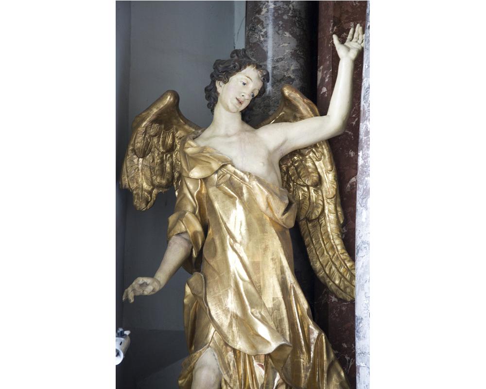 Filip Jakob Straub, Detajl kipa angela iz stranskega oltarja Žalostne Matere Božje v proštijski cerkvi sv. Jurija na Ptuju, okoli 1745, avtor fotografije: ZVKDS, Valentin Benedik, 2018