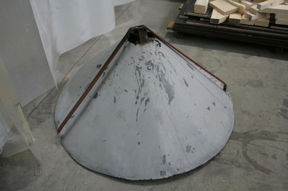 Demontirana streha stolpa pred začetkom posega (ZVKDS RC – V. Benedik).