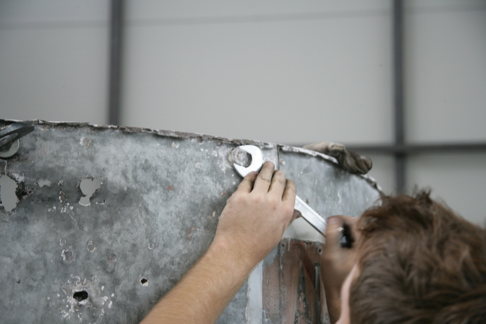 Začetek demontaže zgornjega notranjega obroča (ZVKDS RC – V. Benedik).