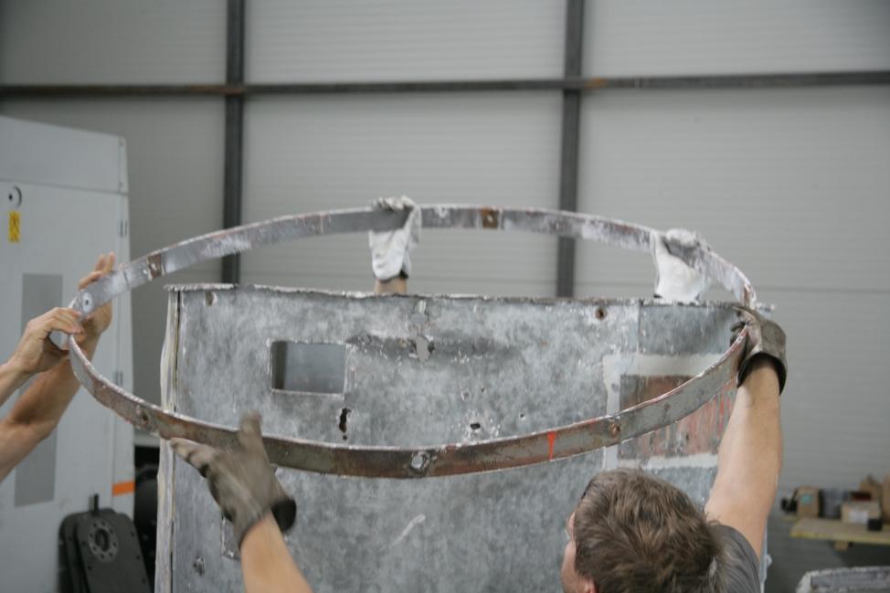 Odstranitev zgornjega obroča notranje konstrukcije (ZVKDS RC – V. Benedik).