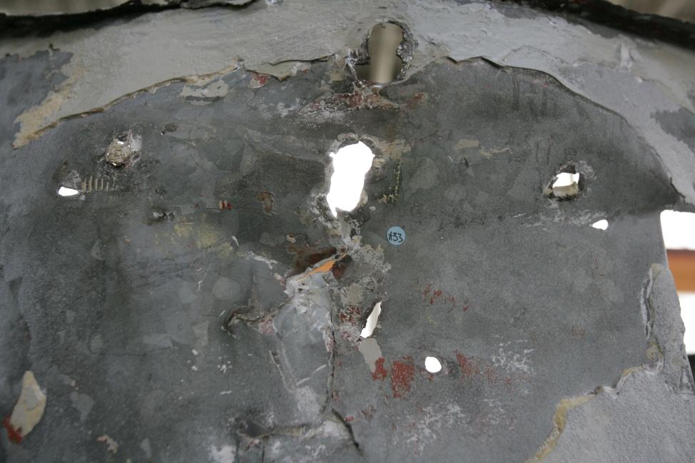 Označeno mesto odvzetega vzorca. Preiskave barvnih plasti in odvzem vzorcev barvnih slojev (ZVKDS RC – V. Benedik).